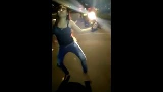 Download Video Bangunkan orang sahur di goyang cewek cantik + seksi MP3 3GP MP4