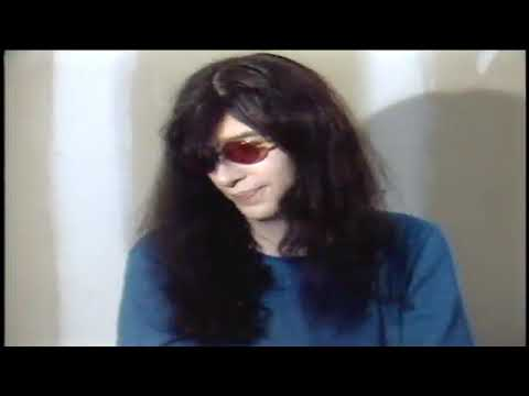 Joey Ramone gives his thoughts about other bands