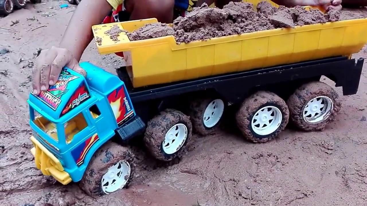 แฟ้มฟูม เล่นรถดั้มคันย๊าว ยาว รถดั้มดิน รถติดหล่ม  Kid Playtime