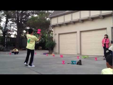 Amazing Simulatenous 3 Diabolo Performance - Champion Three Chinese Yoyo Show