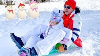 Stacy e pai se divertindo nas férias de inverno