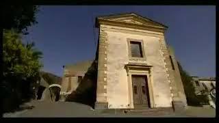 Al centro geografico della valle d'alcantara, incastonato come un diadema tra l'etna e i peloritani, sorge dal 1570 il convento dei cappuccini. qui, arte, st...