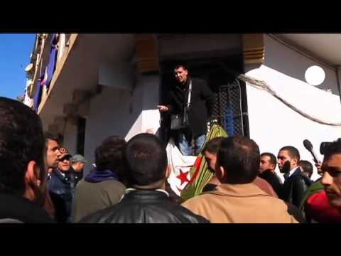 Man tries to set fire to himself during Algeria protest
