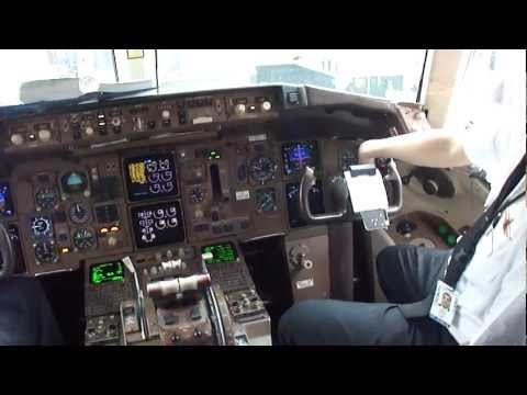 Delta Airlines Boeing 757-200 Cockpit in Atlanta