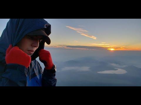 Climbing Mt Fuji!