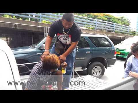 MThai News ชายคลั่งถือมีดพร้ายาวนับเมตรบุกห้าง เมจอร์อเวนิว รัชโยธิน (2)