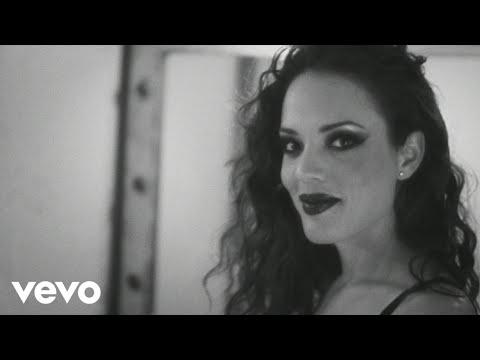 Elemenopee - She's Classic ft. Jenry Leon