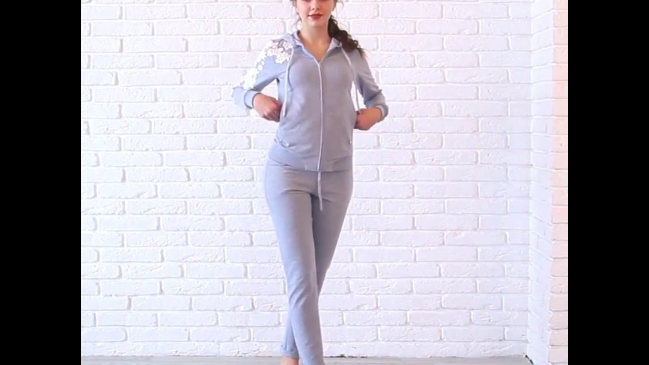 Купить повседневный костюм в оригинальном дизайне вы можете в каталоге магазина medini, выбрав из огромного ассортимента оптимальный фасон под стать своей фигуры.