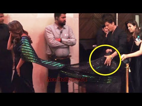 Shahrukh Khan Taking Care Of Gauri Khan's Saree Pallu At Vogue Nykaa  1st Fashion Awards