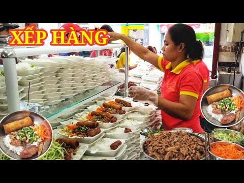 Quán bún thịt nướng siêu ngon ngày bán 500 xuất ở Sài Gòn | Saigon Travel