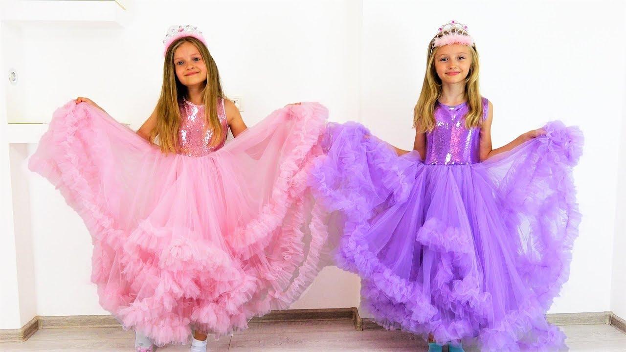 Полина собирается на бал принцесс с подружкой Софией