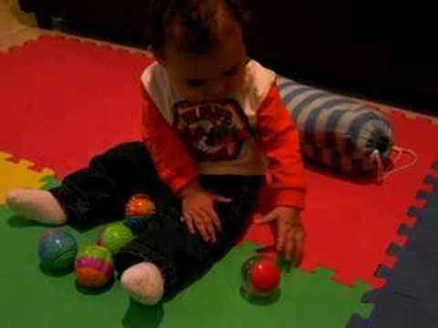 Luca gioca con le palle youtube for Antifurto con le palle