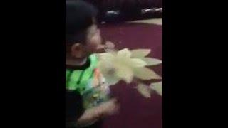 طفل عراقي يرقص بشكل جميل جدا children dancing