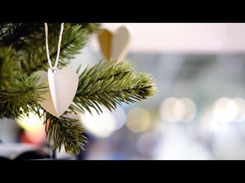 Жители Душанбе готовятся встречать Новый год