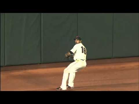 Pagan's unbelievable catch starts double play