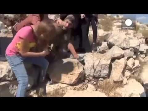 Wanita Palestina bertarung melawan tentara Israel untuk bebaskan anak laki-laki