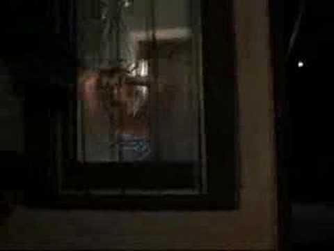 Gnocca figa alla finestra spiata youtube - Spiate dalla finestra ...