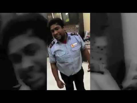 Security Guard Sings Arijit Singh's - Baatein Ye Kabhi Na