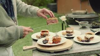 Hellstrøm på Grillen — Blue Cheese & Cheddar Burger