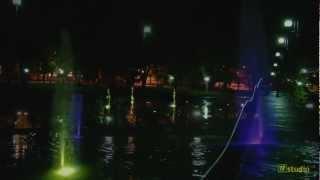 Gołdap - Rynek Miejski nocą 2012 - fontanny