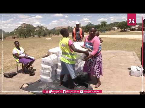 Zimbabweans receive foreign currency and food donations