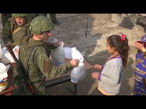 Российские военные доставили гуманитарную помощь в сирийский город Ракка.