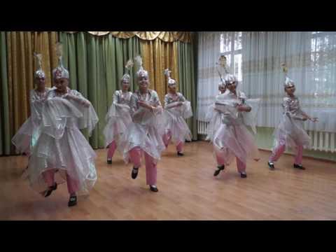 Танцевальная группа 'Аялы кыздар'- казахский танец