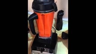 Haciendo Jugo Acerola (making acerola juice)