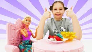 Званый ужин у Барби - Видео для девочек - Игры с Плей До.