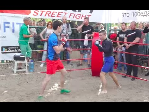 Мелкий Боксерчик против Любителя ММА, Хороший Бой !!
