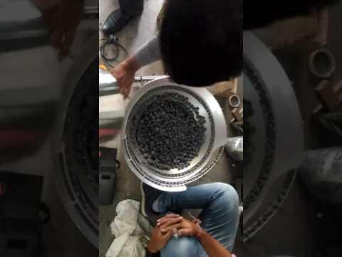 Rubber bung feeder