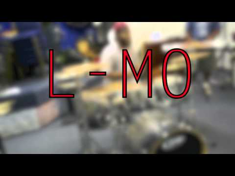 L-Mo Playing the drums behind his back
