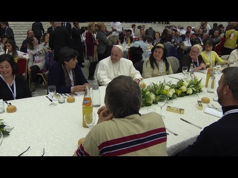 Pope Francis has lunch with 1,500 needy on World Day of Poor