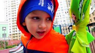 Vlad cứu đồ chơi khỏi mưa