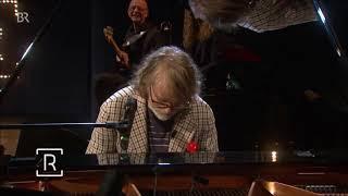 Meet the german music genius Helge Schneider