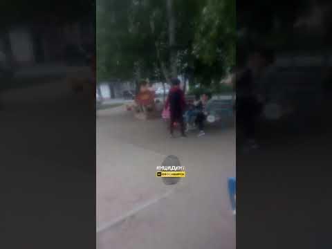 Новосибирск. Наркоман на детской площадке.
