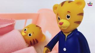 vuclip Baby Sister Cries at Daniel Tiger | Daniel Tiger Gets SAD w/ Mom & Dad | Daniel Tiger Neighborhood !
