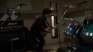 ドラオバの匠くんが大阪でいう「イキる」感じでギターを弾いた。 Takumi...