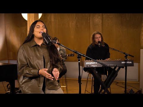 Never Walk Alone // Hillsong Worship // New Song Cafe