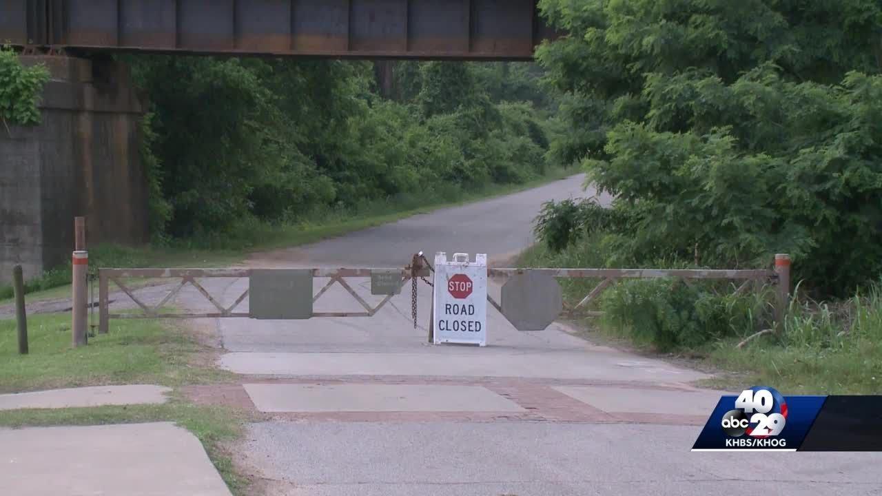 Roads closed in Van Buren due to flooding threat - YouTube