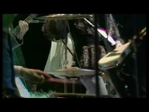 QUEEN - Killer Queen  (1975 UK TV Top Of The Pops Performance) ~ HIGH QUALITY HQ ~