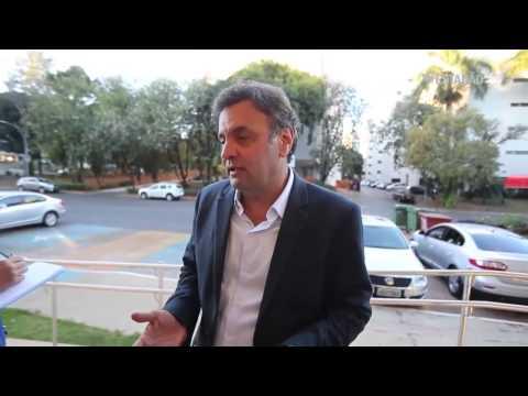 Aécio Neves bêbado dando entrevista (Pinguço chegou a cambalear)