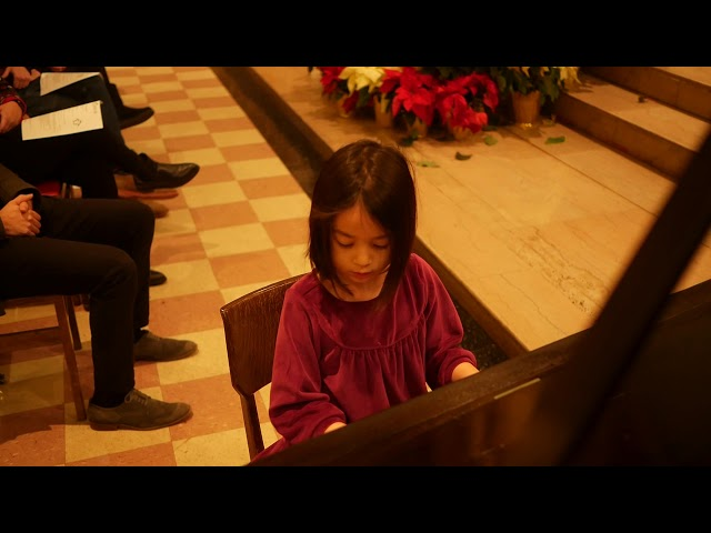 Nori (7) performs Glow Worm and Bach's Minuet in G