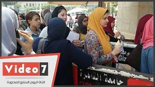 بالفيديو.. توافد الطلاب على جامعة القاهرة فى أول أيام العام الدراسى الجديد