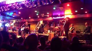 Drunk woman joins Merle Haggard on stage at Knucklehead