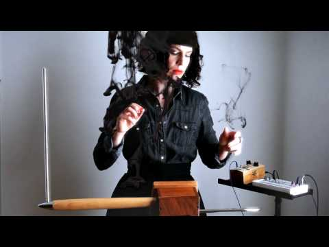 use-of-the-gate-in-theremin-playing-/-e-pro-theremin-&-volca-sample
