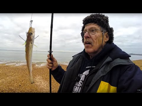 WINTER BEACH FISHING With WORMS AS BAIT