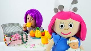 Çizgi film oyuncakları. Smarta ve Loli  ile evcilik oyuu