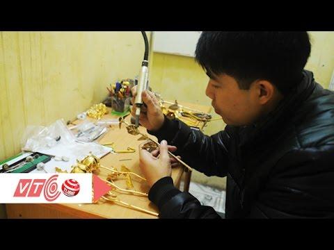 Vàng 'rởm' Trung Quốc được chế tạo như thế nào? | VTC