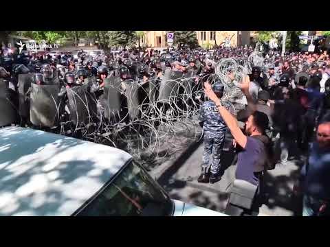 Митинги шокирующего маштаба в Армении! Битва между гражданскими и полицейскими!